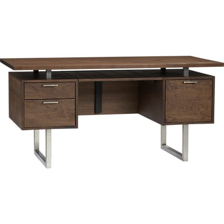 Crate & Barrel, Clybourn Desk, od 1500 eur naprej vir: i.c-b.co